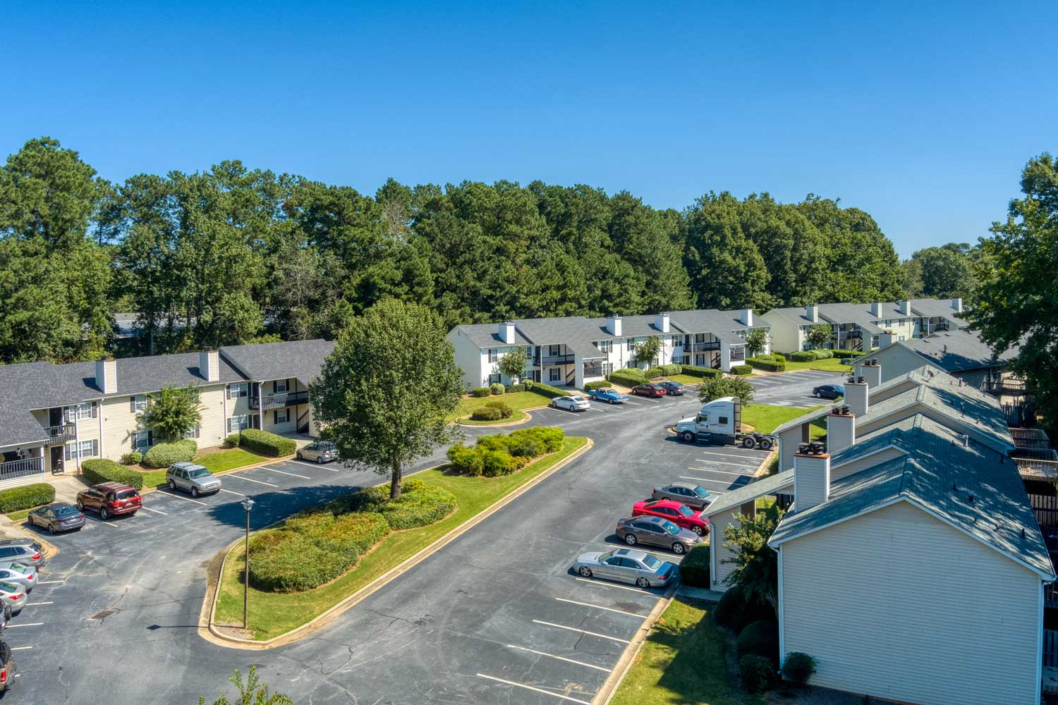 Open Parking at Tall Oaks Apartments and Villas in Conyers, GA