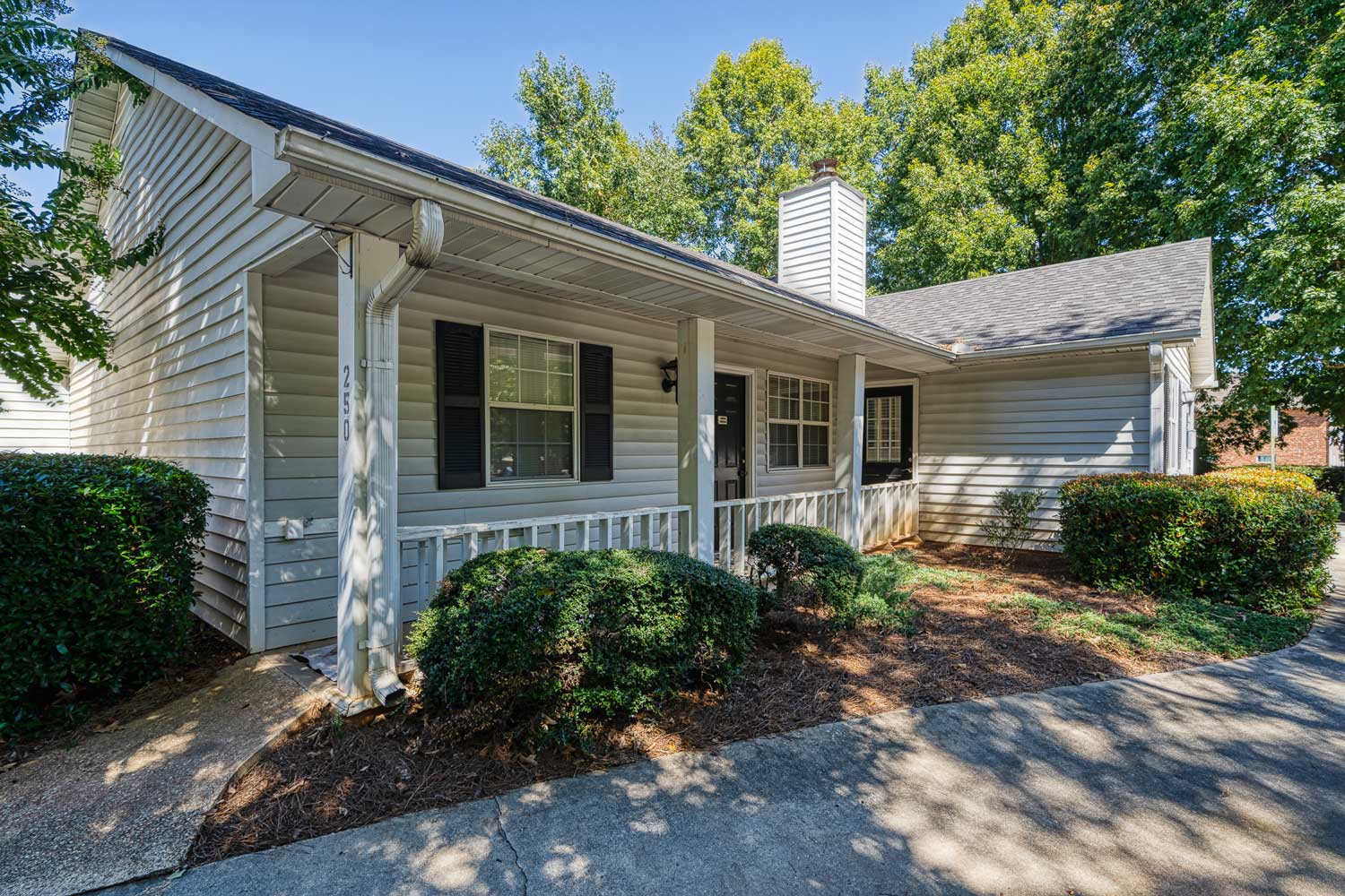 Apartment at Tall Oaks Apartments and Villas in Conyers, GA