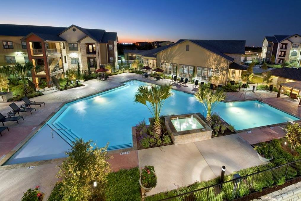 Sparkling Pool at The Oxford at Tech Ridge Apartments in Austin, TX
