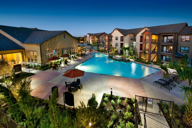 Beautiful Apartment Homes at The Oxford at Tech Ridge Apartments in Austin, TX