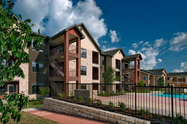 Luxury Apartments at The Oxford at Tech Ridge Apartments in Austin, TX