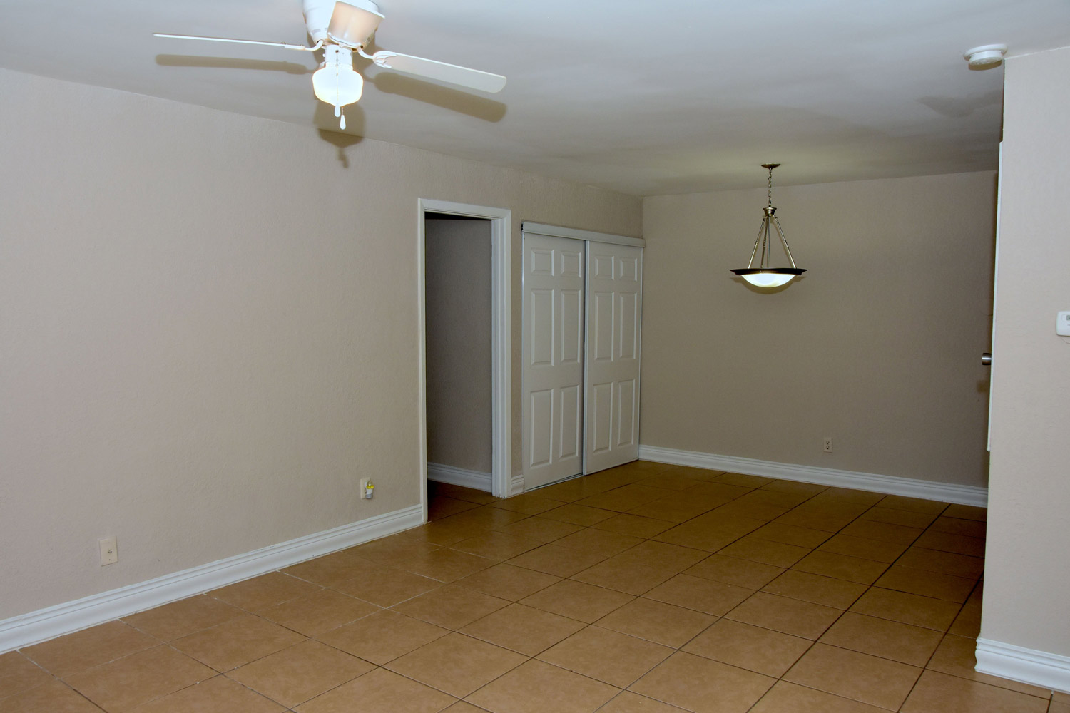 Dining Area at Texas Angleton Ranch Apartments in Angleton, TX