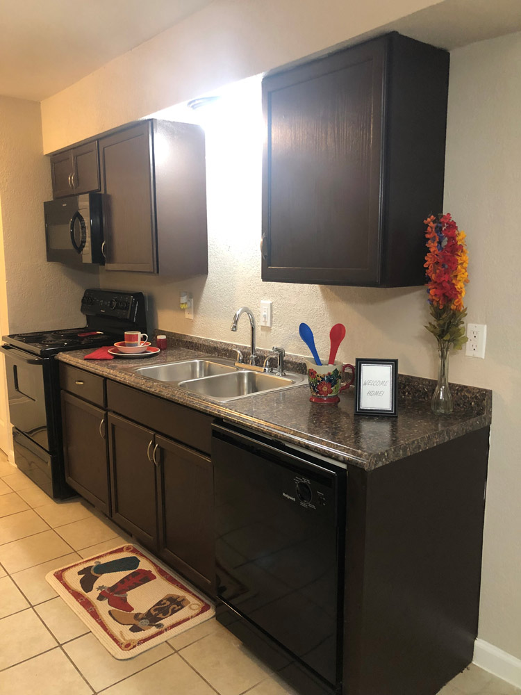 Fully Equipped Kitchen at Texas Angleton Ranch Apartments in Angleton, TX