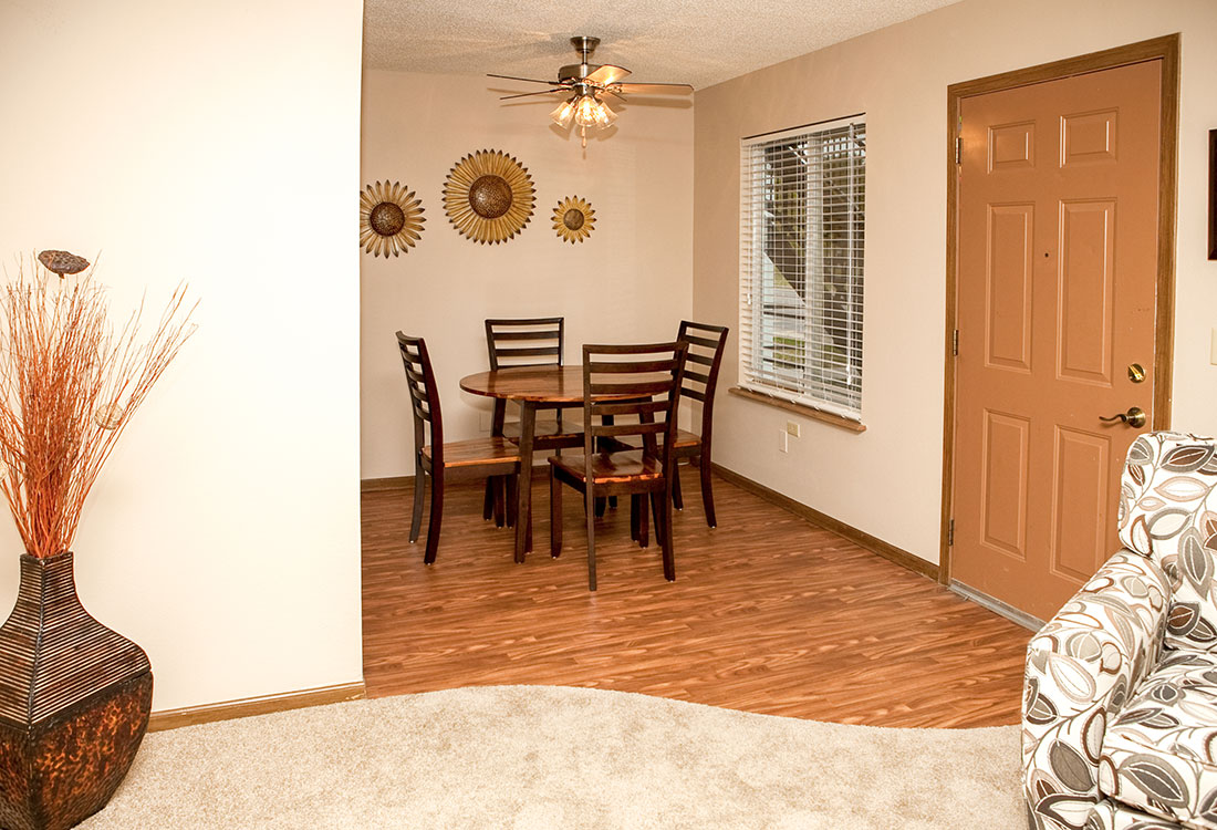 Dining Area at The Bluffs Apartments in Council Bluffs, IA