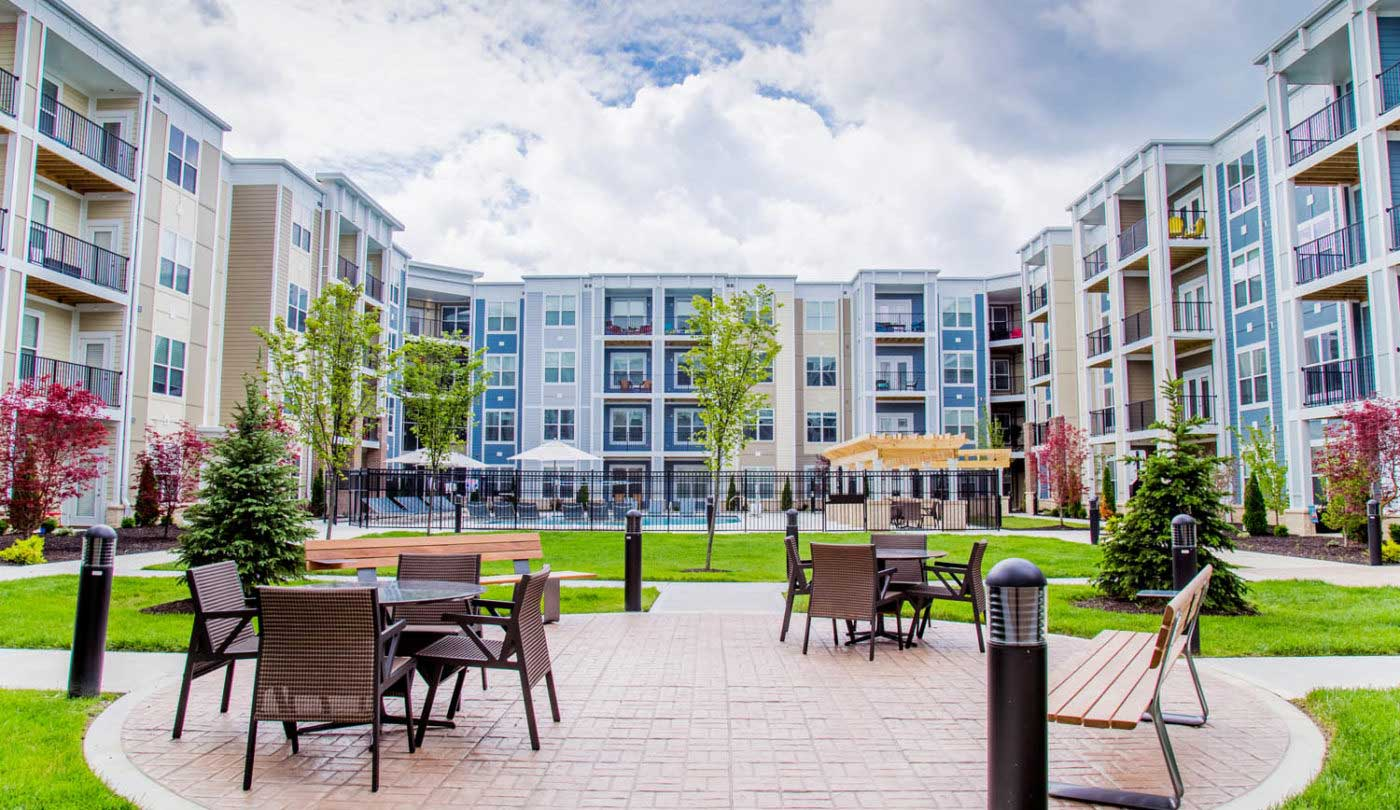 Picnic Seating at The Flats Apartments in Miamisburg, OH