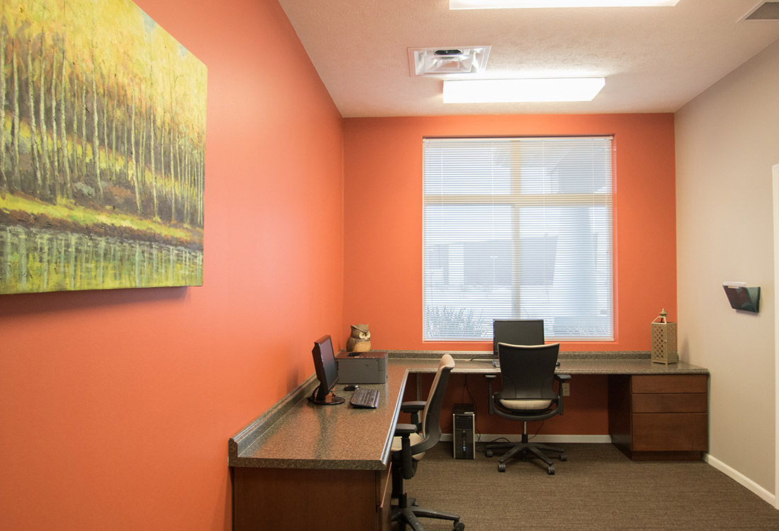 Professional Business Center at The Oaks at Lakeview Apartments in Ralston, NE