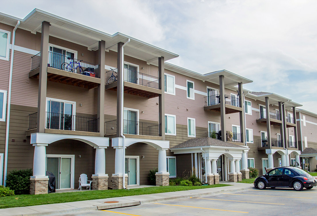Apartments for Rent at The Oaks at Lakeview Apartments in Ralston, NE