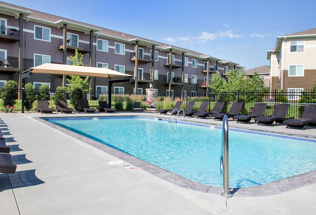 Swimming Pool with Cabana at The Oaks at Lakeview Apartments in Ralston, NE