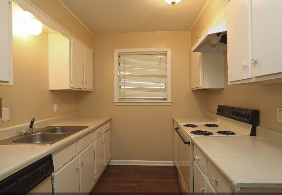 Fully Equipped Kitchen at The Pointe Apartments in Port Arthur, Texas