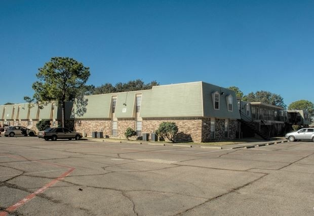 Ample Parking at The Pointe Apartments in Port Arthur, Texas