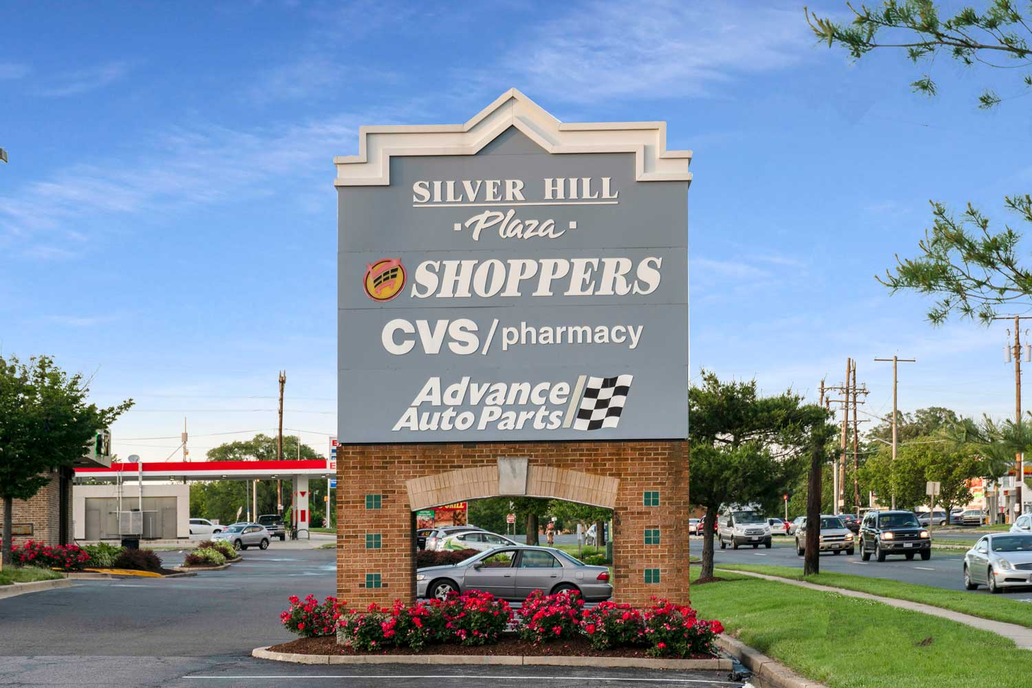 10 minutes to Silver Hill Plaza Shopping Center