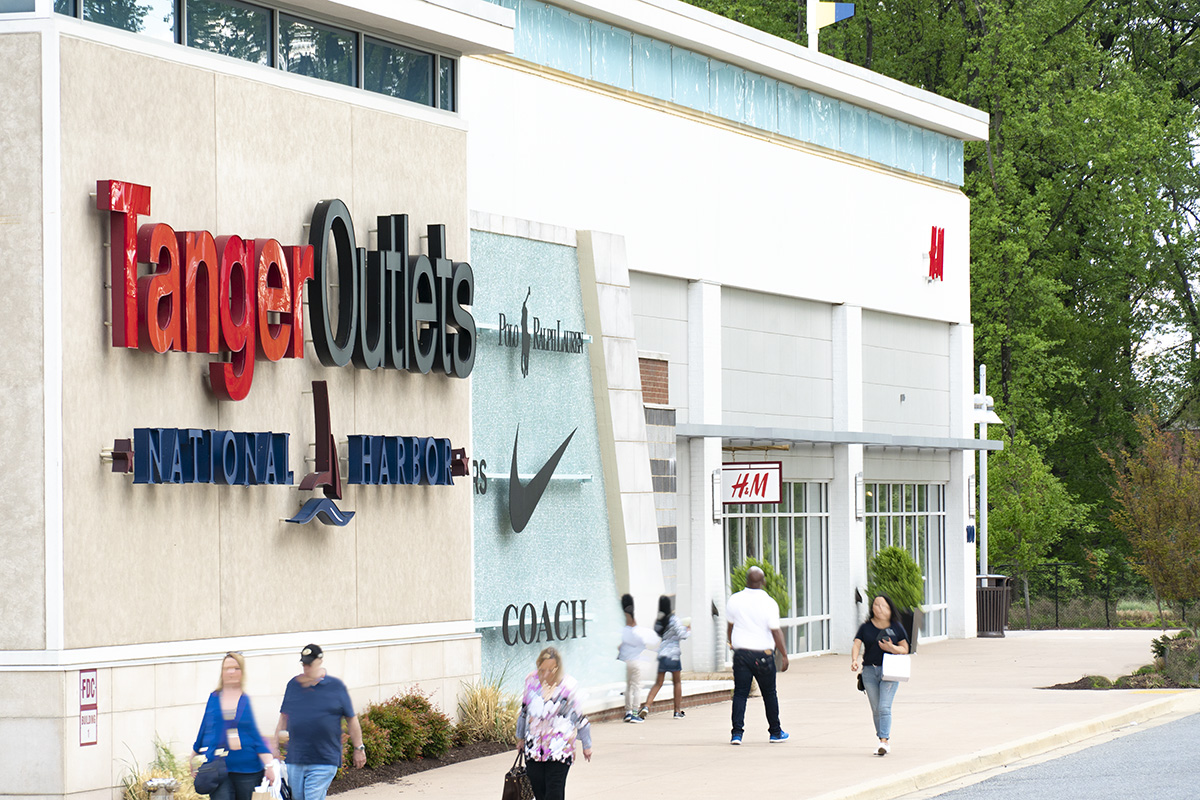 15 minutes to Tanger Outlets National Harbor