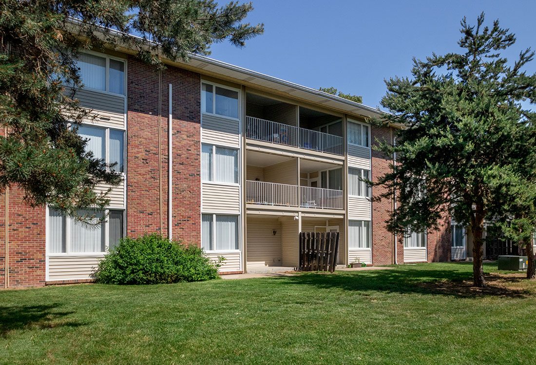 1 & 2 Bedroom Apartments for Rent at Trenridge Gardens in East Lincoln, NE.
