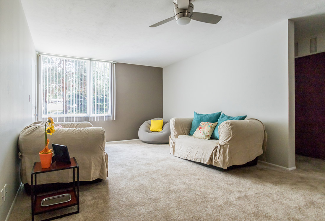 Spacious Living Rooms at Trenridge Gardens Apartments in Lincoln, NE
