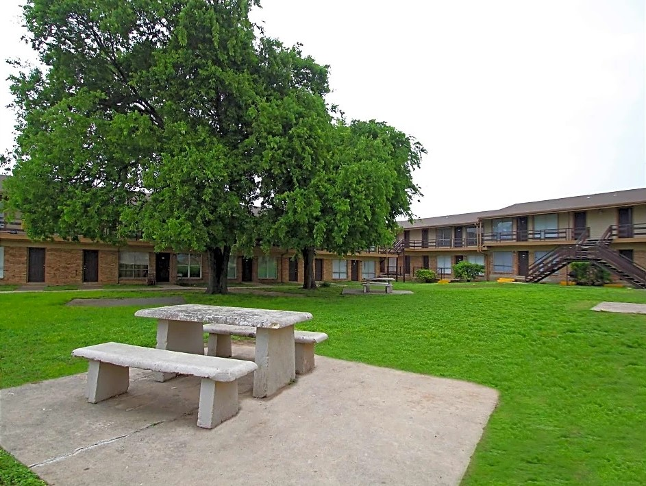 View of the Courtyard at Utopia Place Apartments in San Antonio, TX