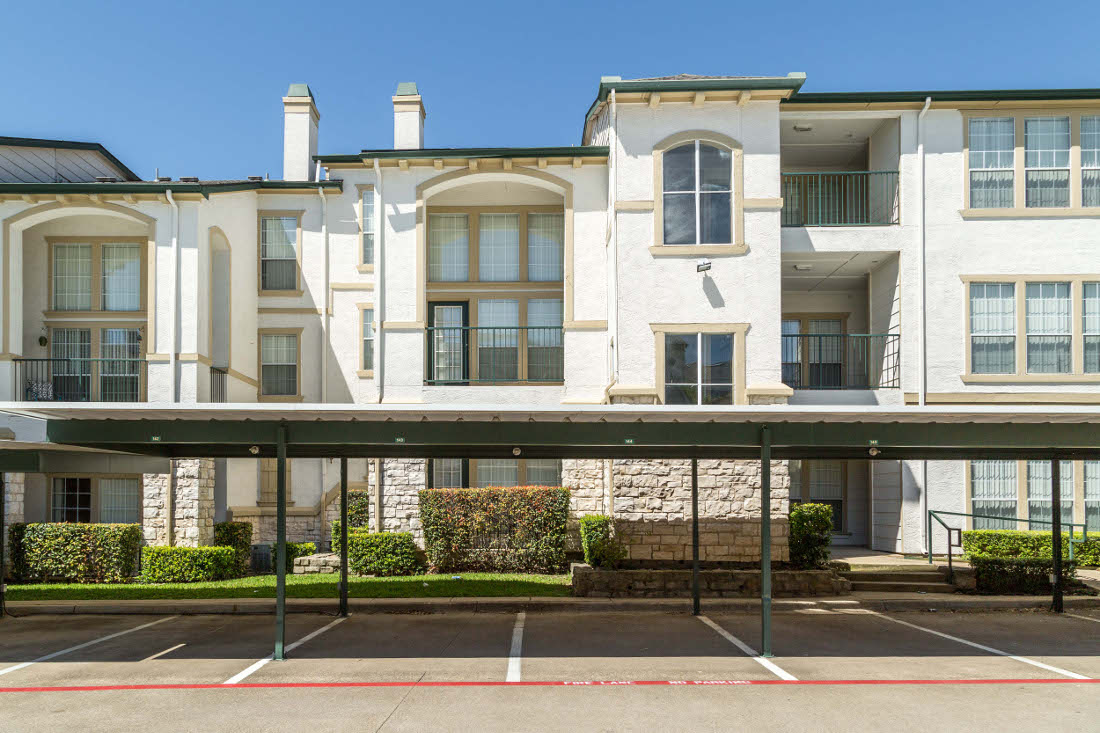 Exterior View at the Vail Village Club Apartments in Dallas, TX