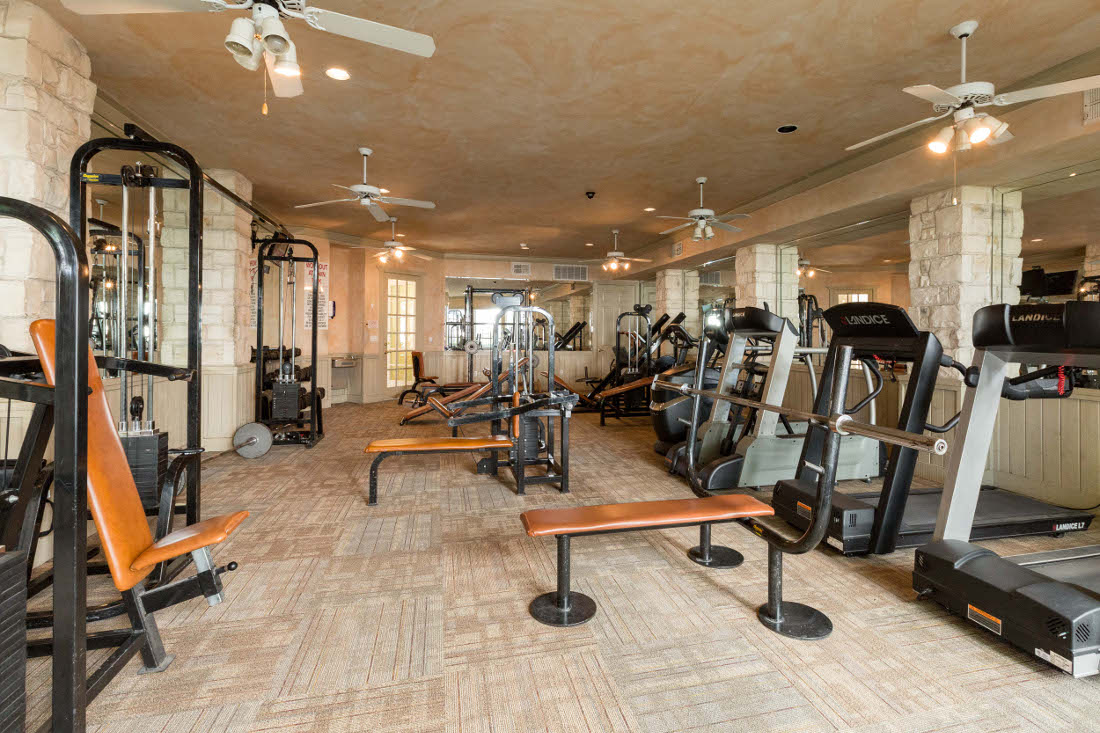 Fitness Center at the Vail Village Club Apartments in Dallas, TX