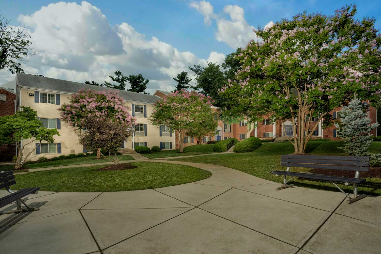 Beautifully landscaped courtyard at Village Square West Apartments