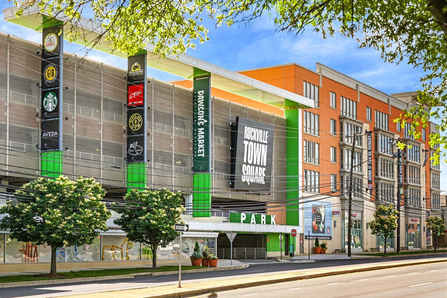 10 minutes to shopping, dining, entertainment at Rockville Town Square