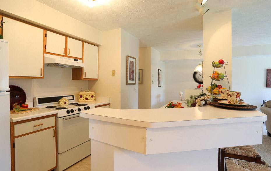 Breakfast Bar at Village Walk Apartments in Webster, New York