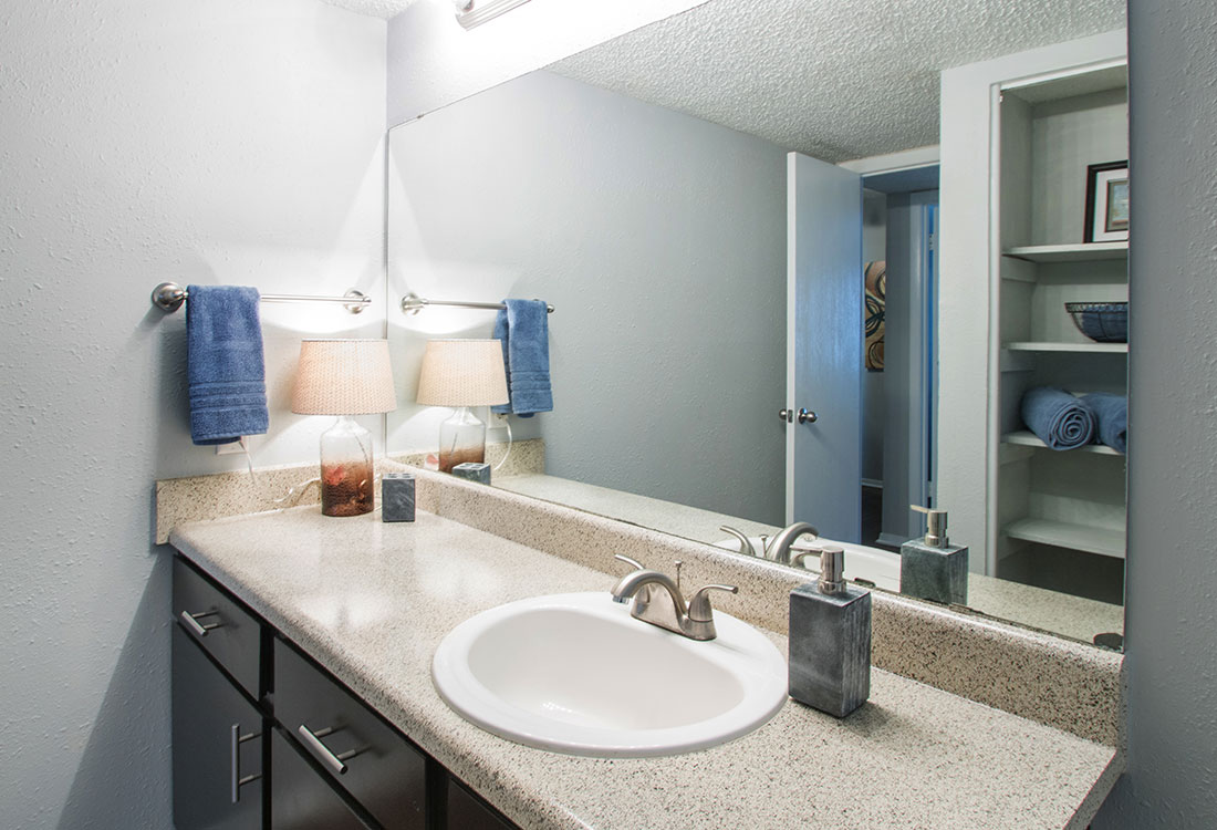 Spacious Bathroom at Villas of Oak Creste Apartments in San Antonio, TX