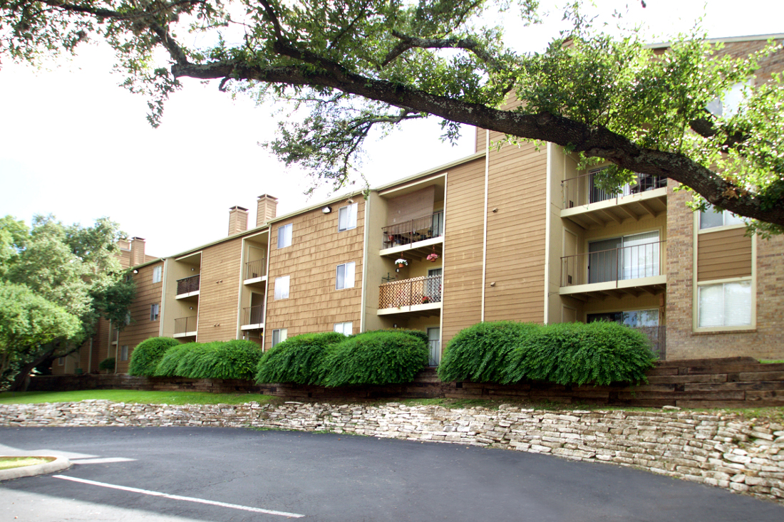 Apartments for Lease at Villas of Oak Creste Apartments in San Antonio, TX