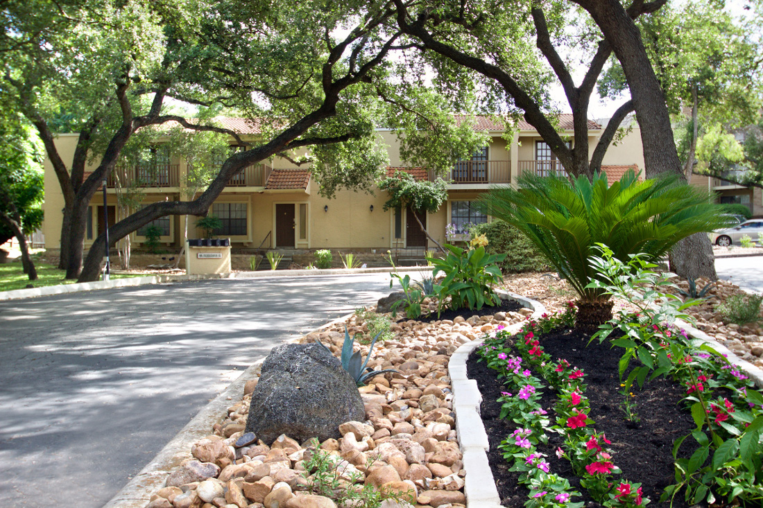 Lush Landscaping at Villas of Oak Creste Apartments in San Antonio, TX
