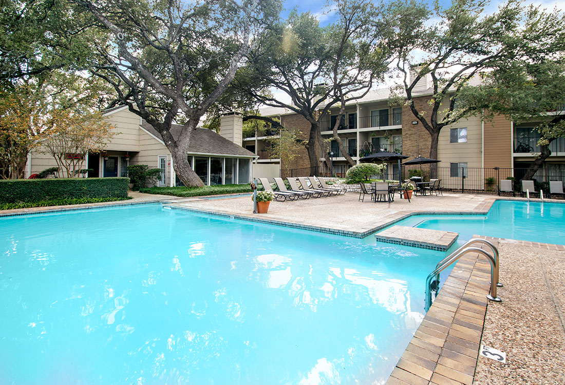 Outdoor Swimming Pool at Villas of Oak Creste Apartments in San Antonio, TX
