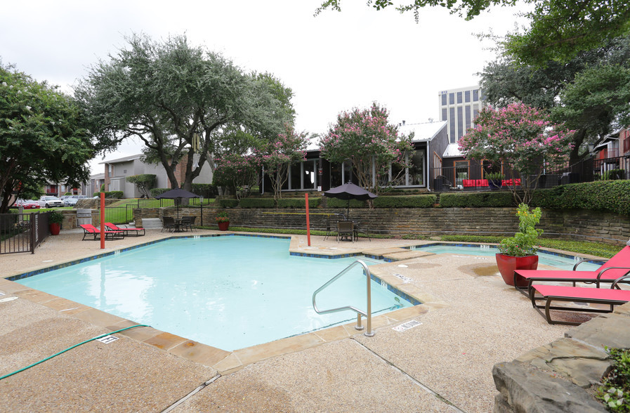 Sparkling Swimming Pool at 6Eleven Lamar Apartments in Arlington, Texas