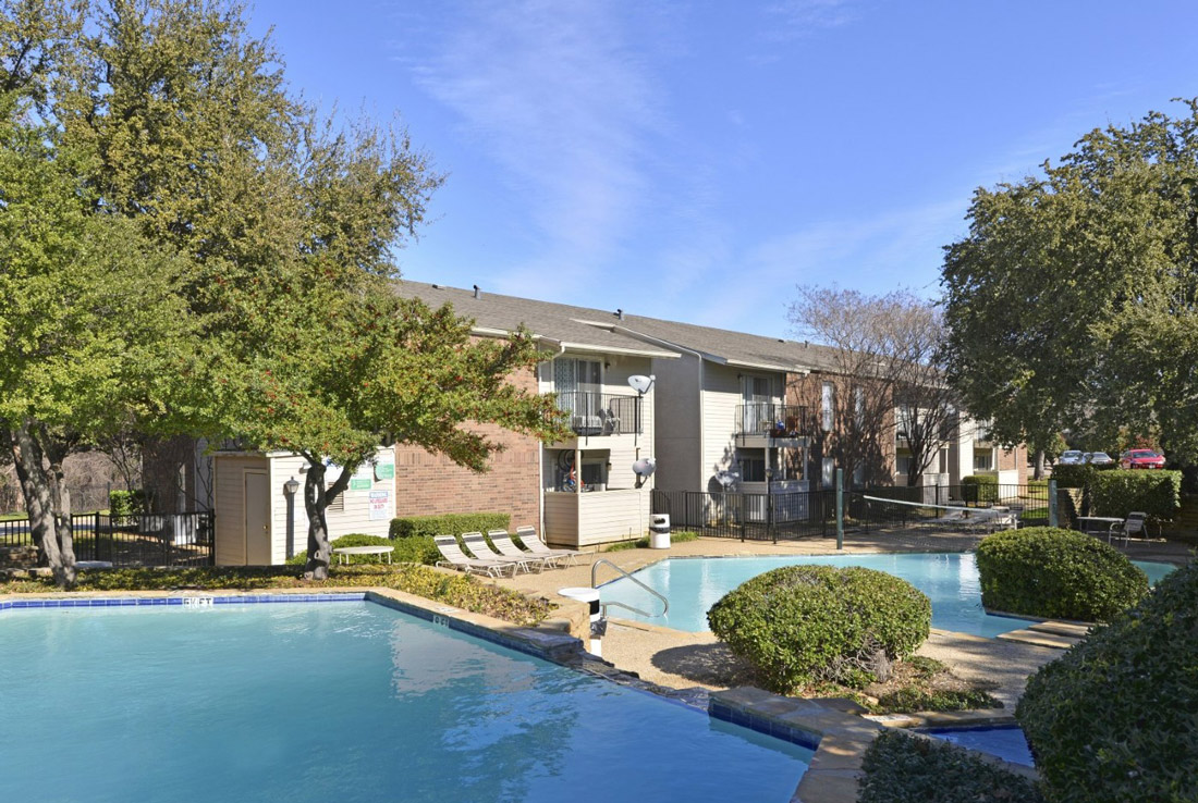 Poolside Seating at 6Eleven Lamar Apartments in Arlington, Texas
