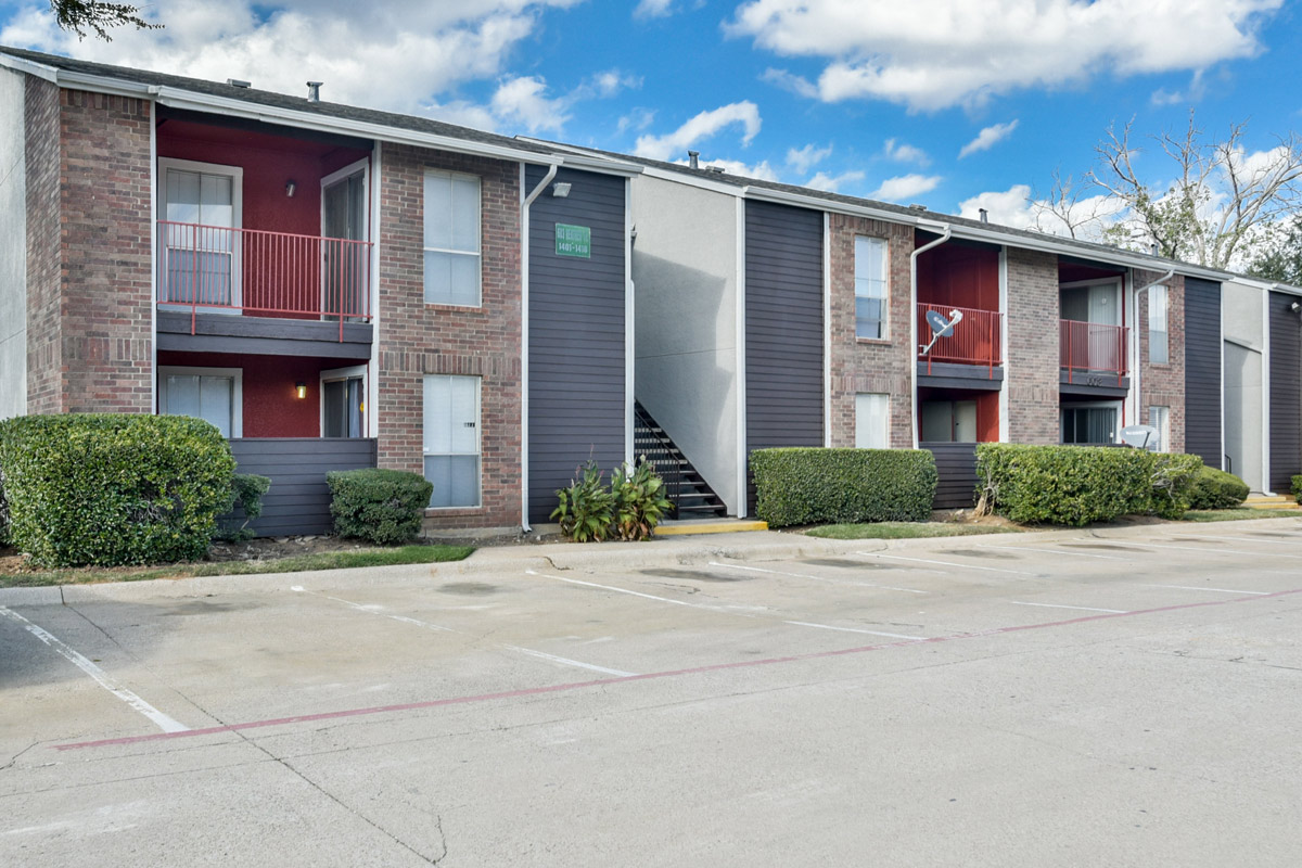 Newly Updated Exterior of 6Eleven Lamar Apartments in Arlington, Texas