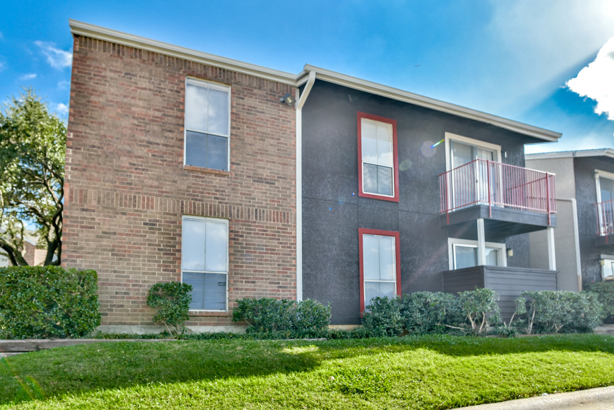 Updated Exterior of 6Eleven Lamar Apartments in Arlington, Texas