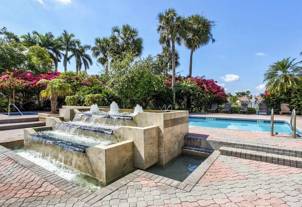 Refreshing Fountain at Waterford Landing Apartments in Miami, FL