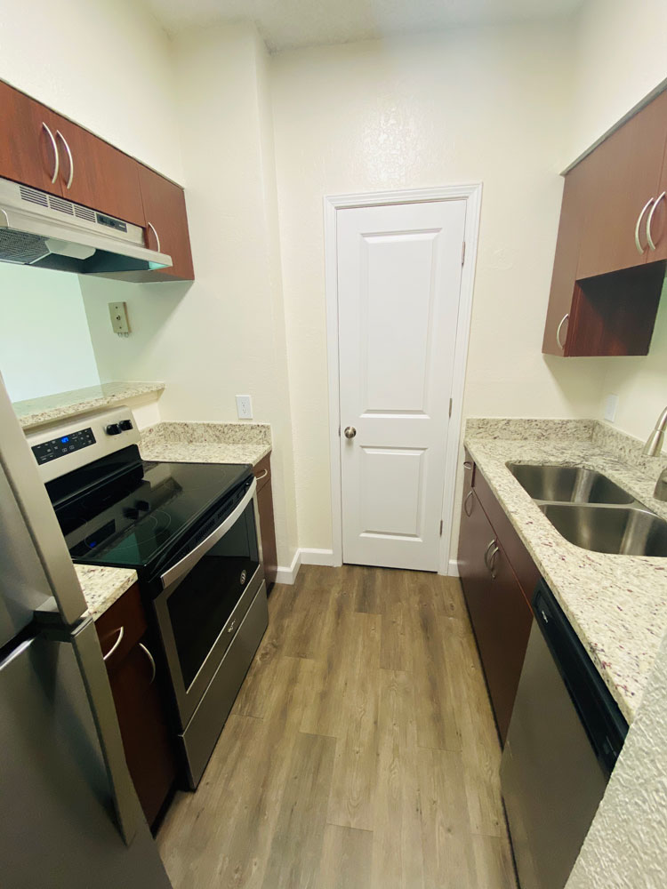 Fully Equipped Kitchen at Waterford Landing Apartments in Miami, FL