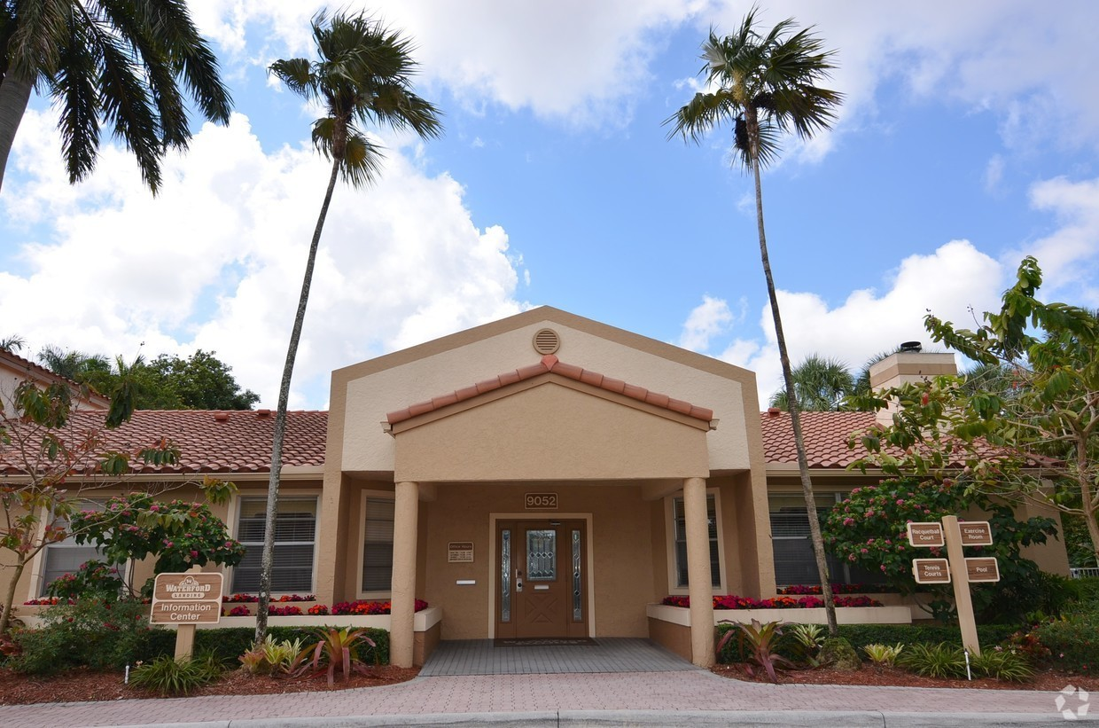 Apartments for Rent at Waterford Landing Apartments in Miami, FL