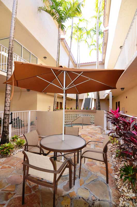 Outdoor Seating at Waterford Point Apartments in Miami, Florida