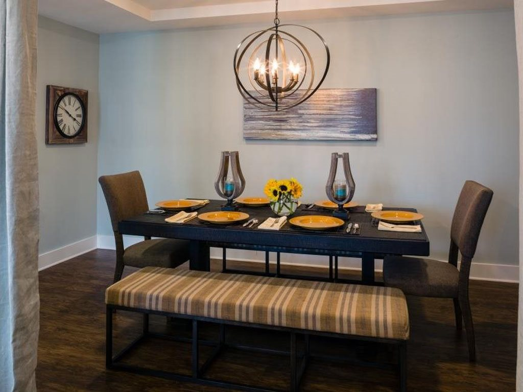 Dining Area at The Watermark Apartments in Norfolk, Virginia