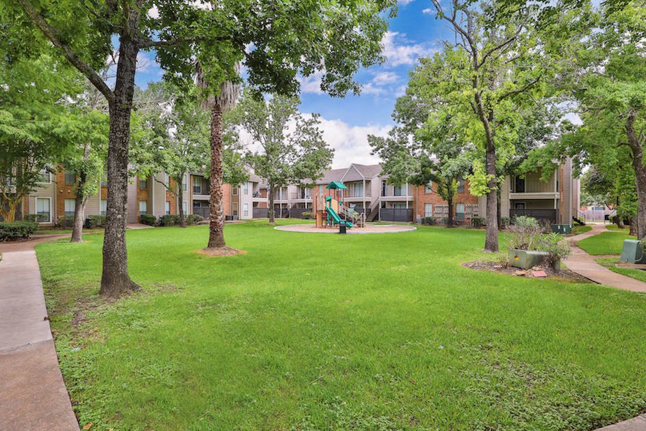 Community Dog Park at Westmount at Summer Cove Apartments in Houston, TX
