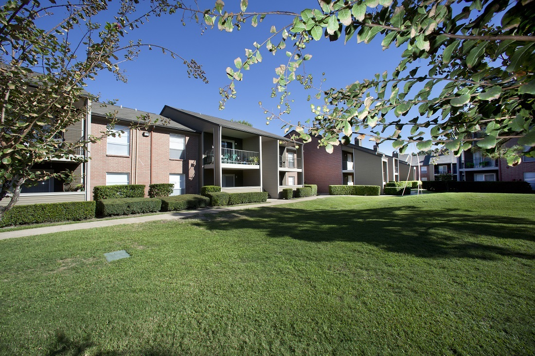 Well-Kept Green Space at Westmount at Copper Mill Apartments in Houston, Texas