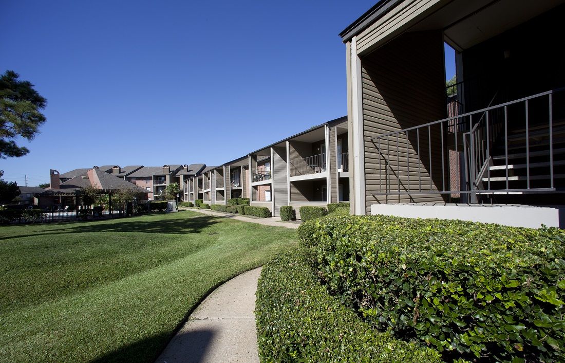 Natural Landscaping at Westmount at Copper Mill Apartments in Houston, Texas