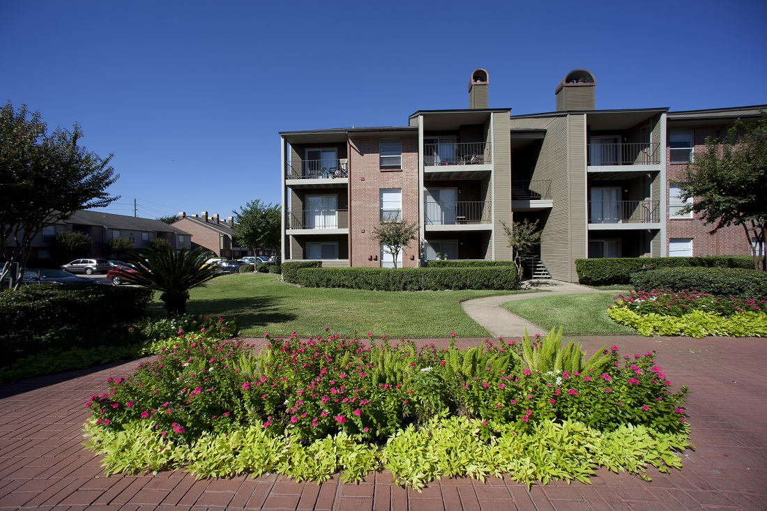 Charming Apartments at Westmount at Copper Mill Apartments in Houston, Texas