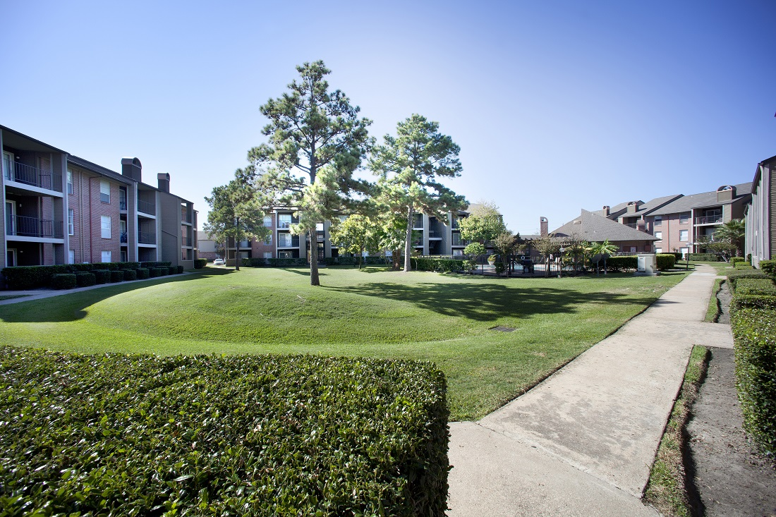 Green Surroundings at Westmount at Copper Mill Apartments in Houston, Texas