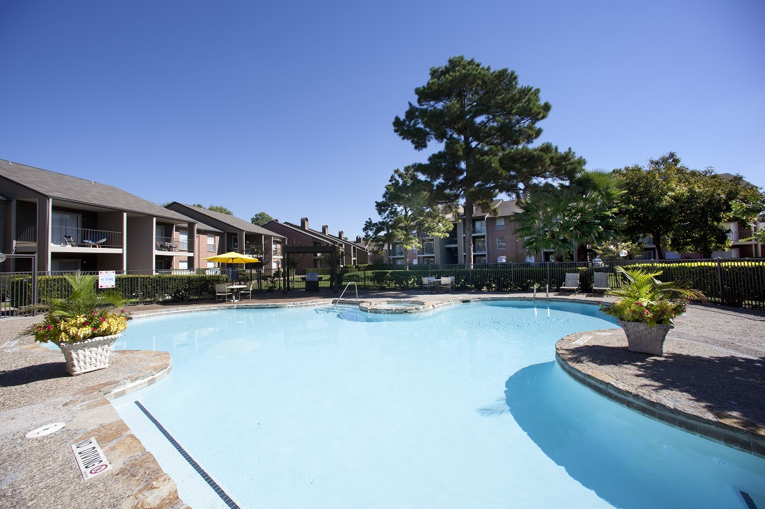 Relaxing Amenities at Westmount at Copper Mill Apartments in Houston, Texas