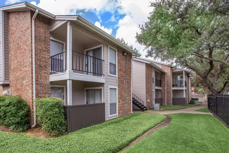 Green Spaces at Westmount at Forest Oaks Apartments in Arlington, TX