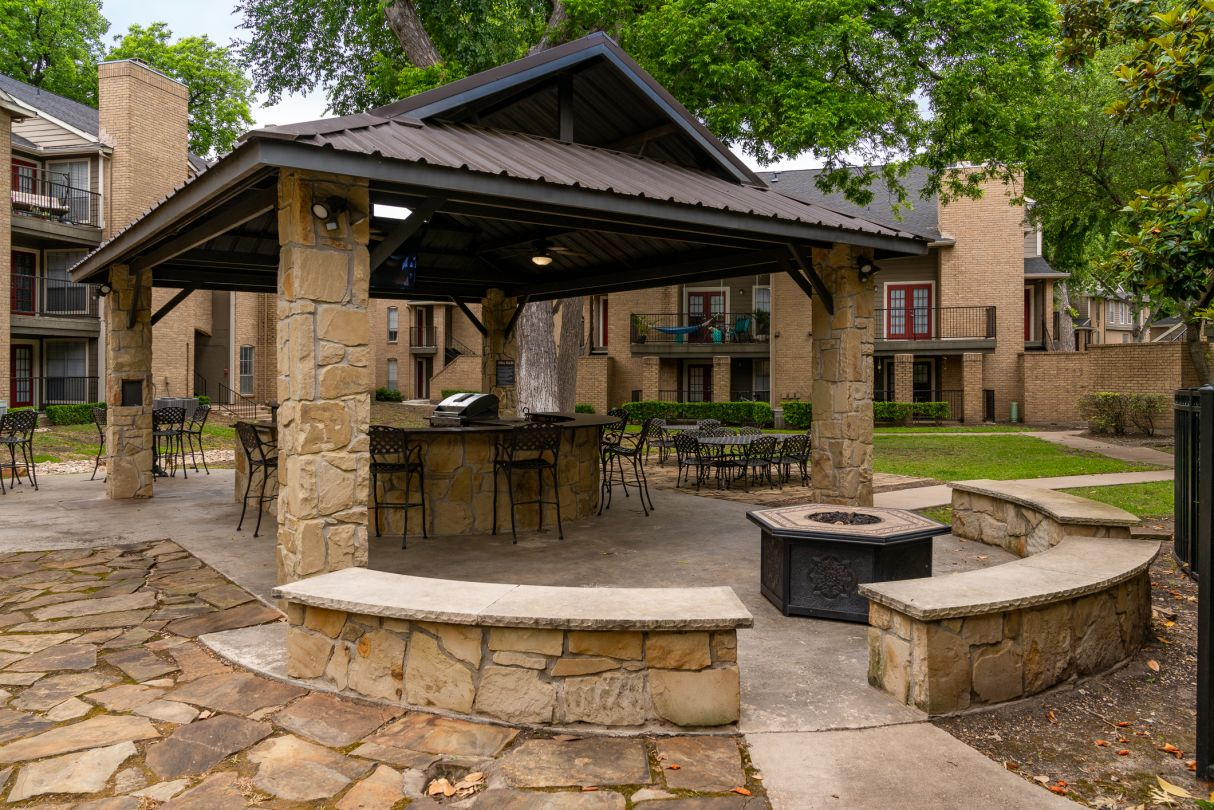 Covered Pavilion at Westmount at River Park Apartments in Fort Worth, TX