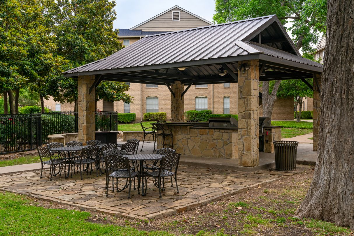 Pavilion with Seating at Westmount at River Park Apartments in Fort Worth, TX