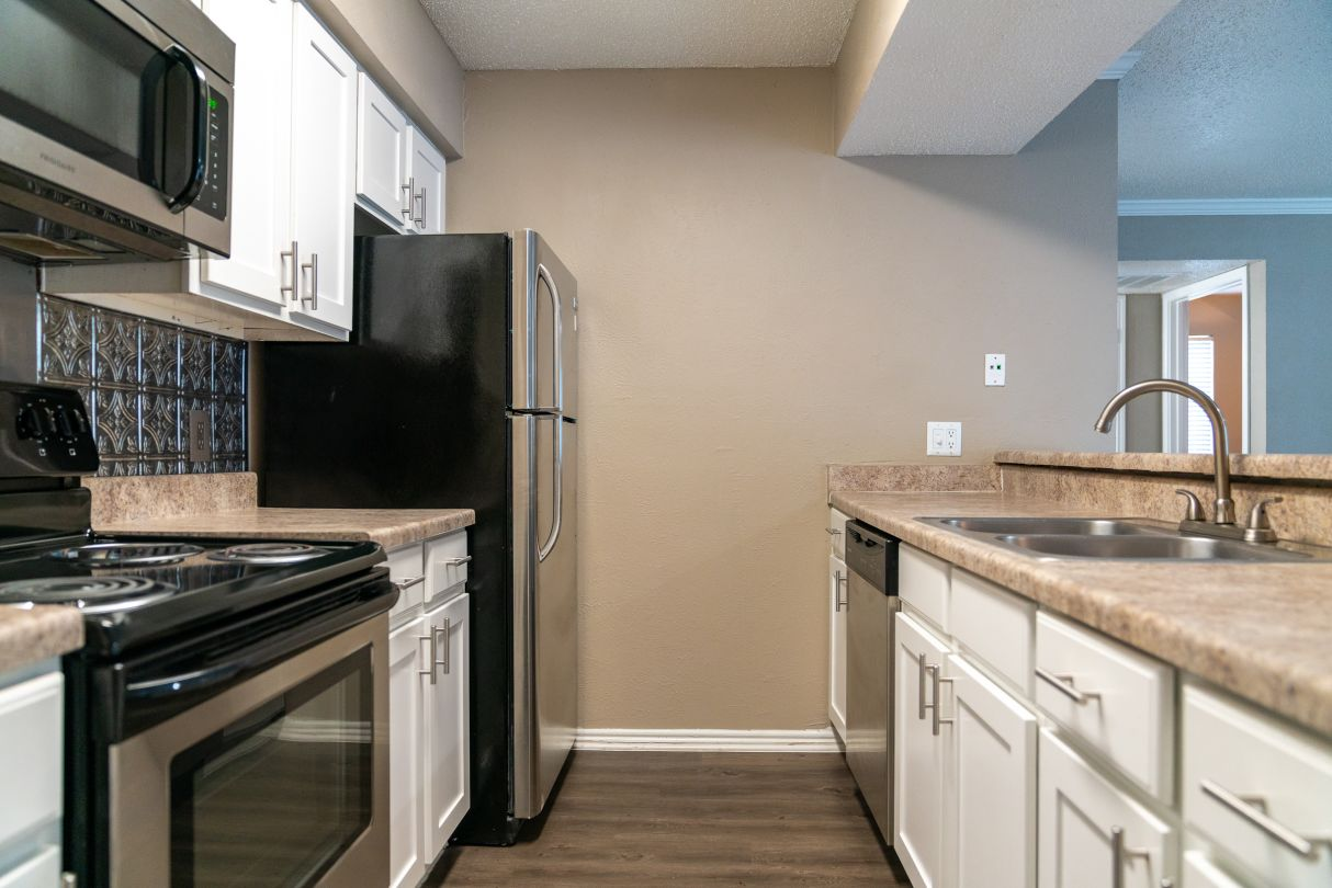 Fully Equipped Kitchen at Westmount at River Park Apartments in Fort Worth, TX