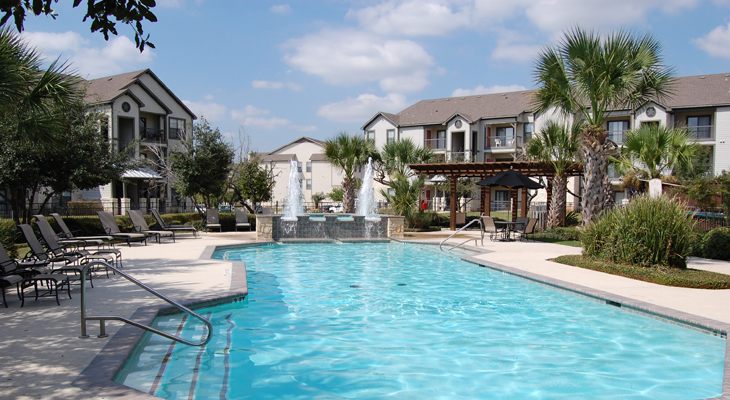 Outdoor Swimming Pool with Fountains at White Rock Apartment Homes in San Antonio, Texas