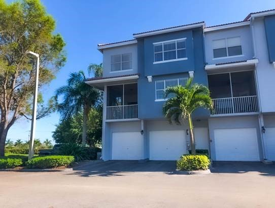 A spacious front view at Windsor Castle Apartments in Coral Springs, Florida