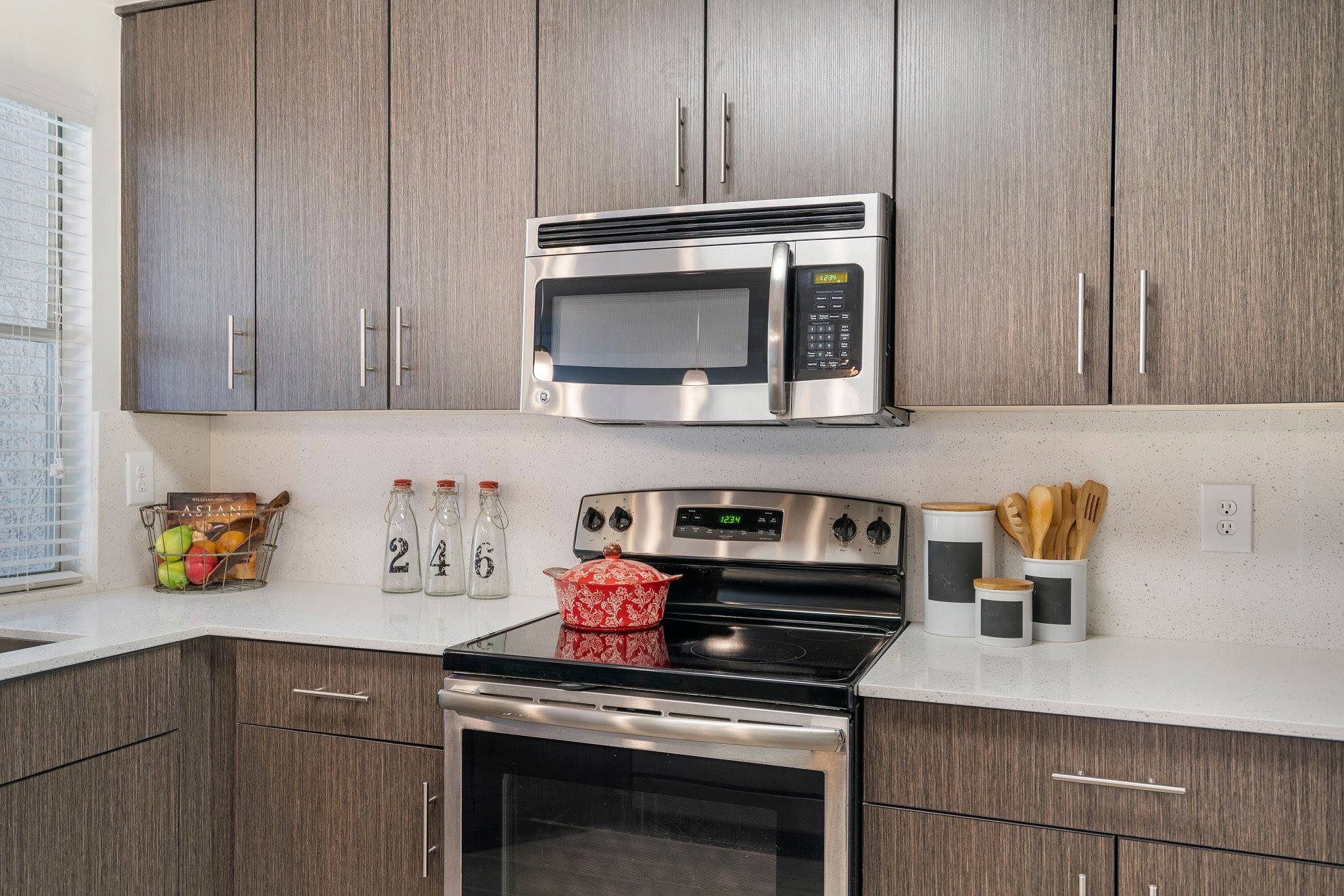 Stainless Steel Appliances at Windsor Castle Apartments in Coral Springs, Florida